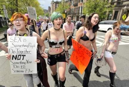 manifestatie-anti-viol-la-londra-trebuie-sa-port-o
